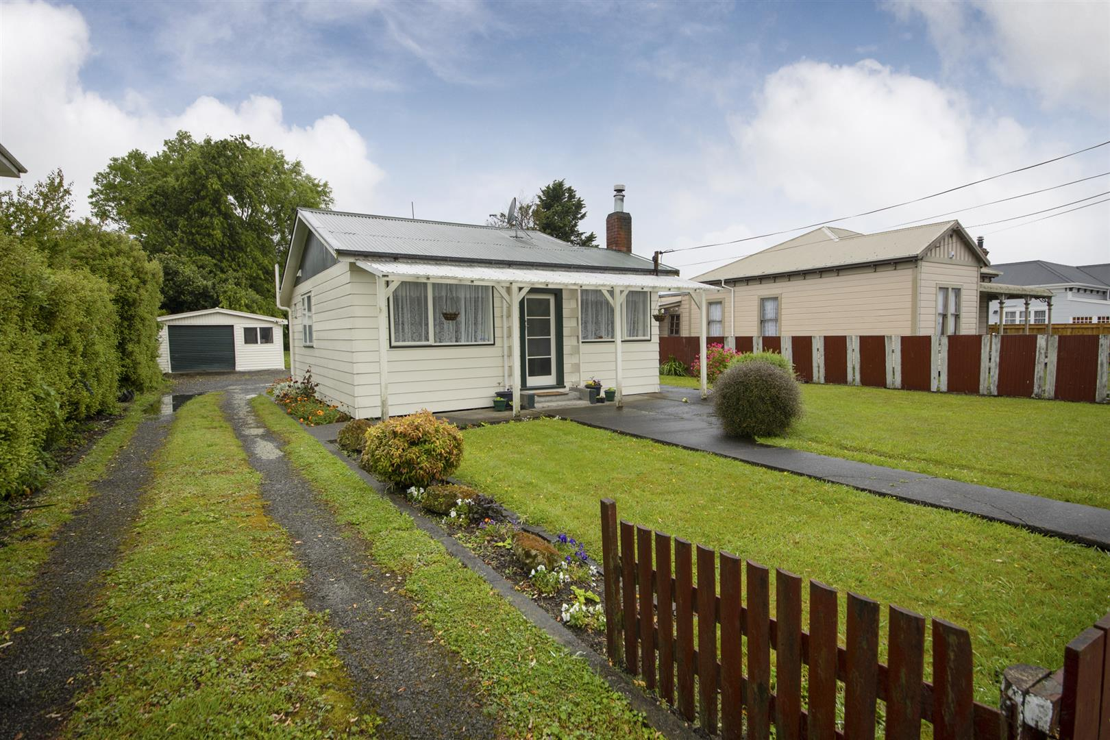 CUTE HOME - APPROX. 911 M2 SECTION